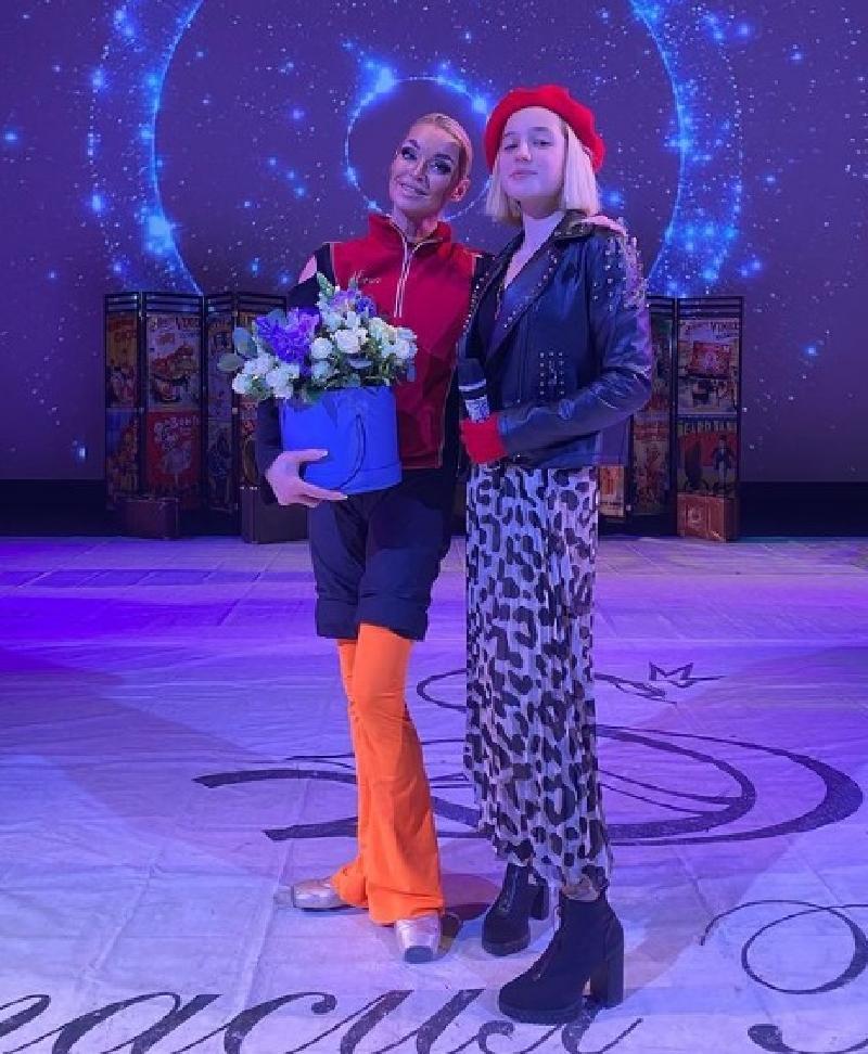 Дочь Волочковой Ариадна дебютировала в качестве певицы в шоу матери «Балерина в зазеркалье цирка»
