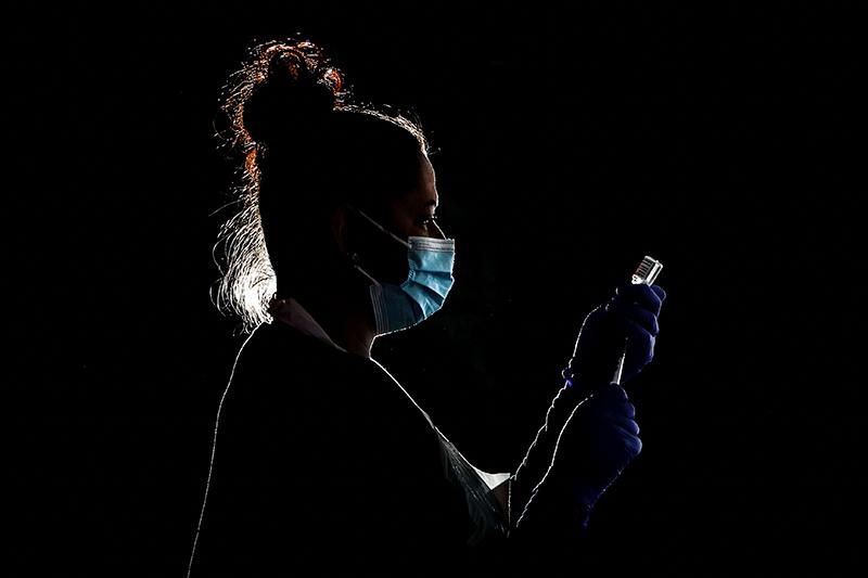 Минздрав одобрил проведение третьей фазы испытаний вакцины «Спутник Лайт»