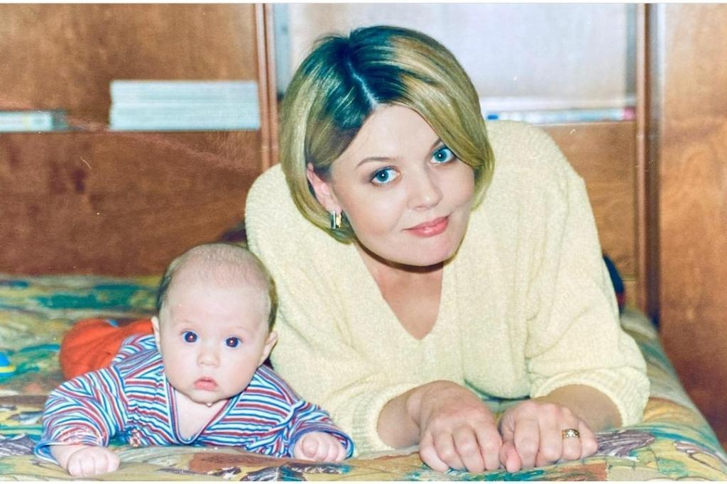 """""""Не заметила, как он вырос"""": Юлия Меньшова показала на фото, каким был сын 23 года назад"""