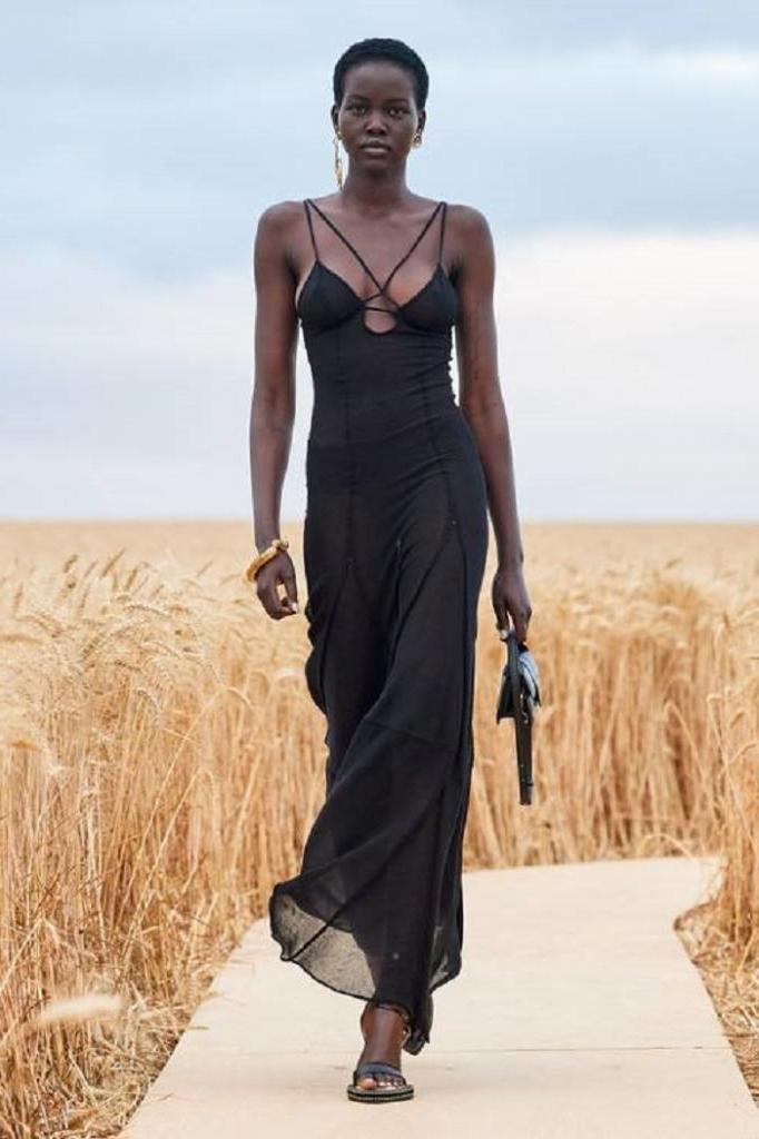 Из фатина и тюли и не только: какие платья будут на пике популярности этой весной