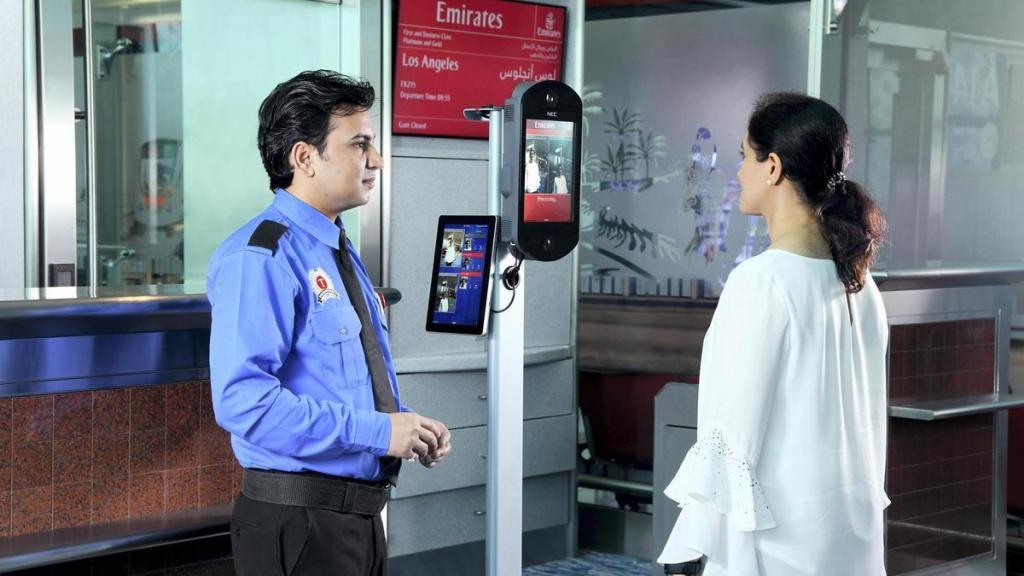 Минтранс предложил массово внедрять биометрию в российских аэропортах