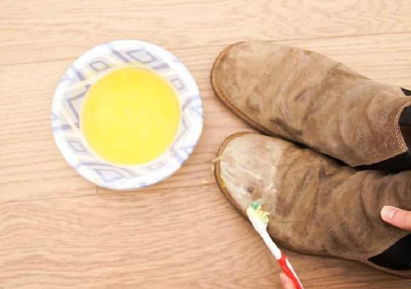 Ботинки не промокнут, даже если прыгнуть в лужу: простой лайфхак, который сделает кожаную обувь водонепроницаемой