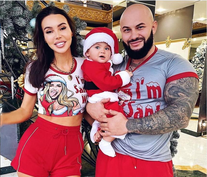 """""""Когда в семье наконец мальчик"""": Оксана Самойлова трогательно поздравила сына с первым днем рождения"""