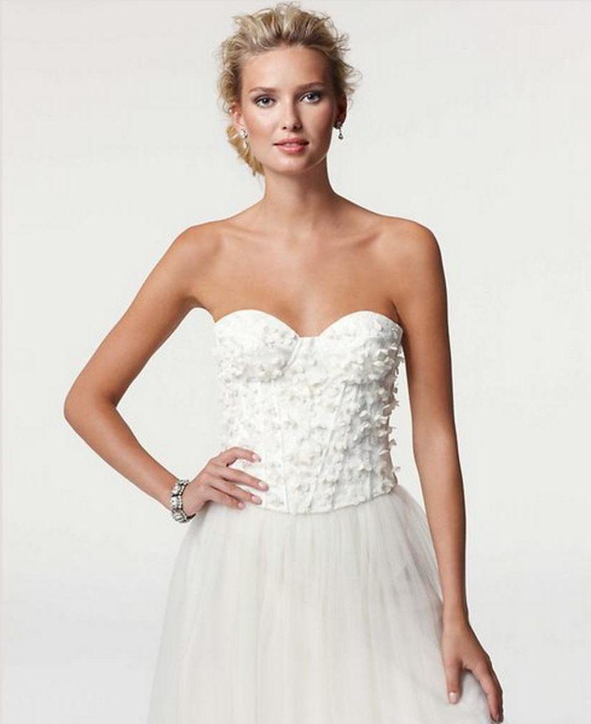 Новинки свадебных платьев: модные образы 2021 года
