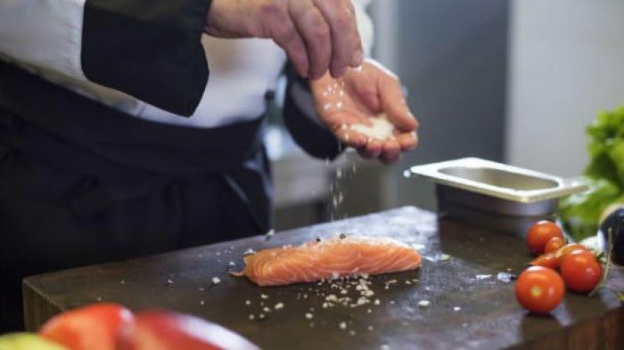 Приготовить вкусную рыбу легко: простые лайфхаки, которые в этом помогут