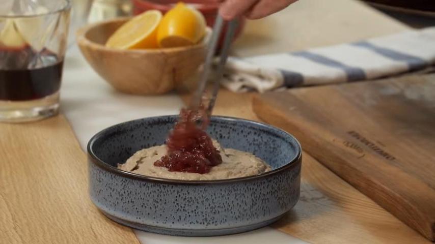 На завтрак идеально: учимся готовить нежный печеночный паштет с луковым конфитюром