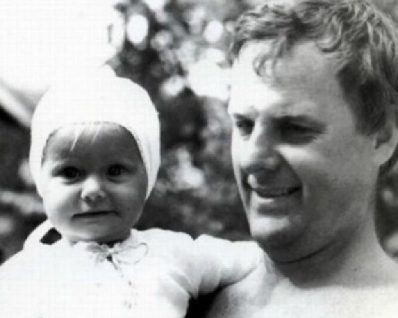 """""""Самый тяжелый день в году"""": Ксения Собчак почтила память отца в своем Instagram"""