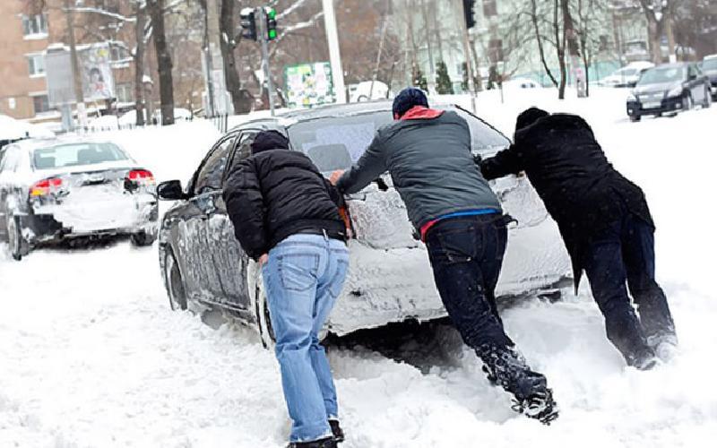 Если автомобиль зимует на улице: главные советы о том, как ухаживать за ним в холода