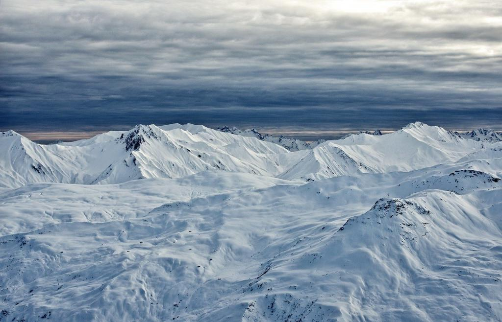 Не метеорит: раскрыта тайна гигантских кратеров в российской тундре