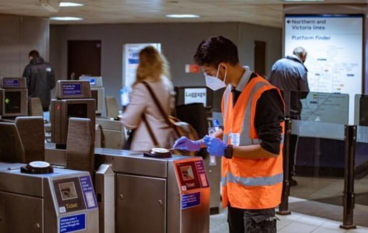 Очень обнадеживающе: исследование не обнаружило никаких следов коронавируса в пробах воздуха и мазках лондонских поручней, автобусов и вокзалов