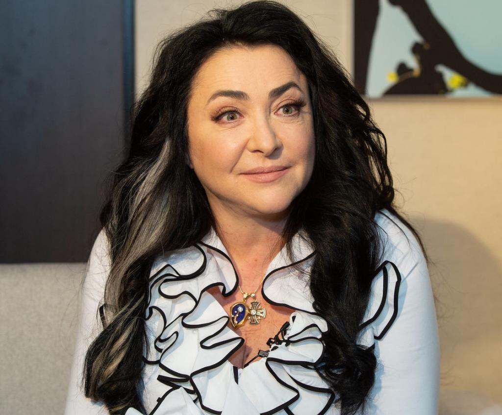 Нового мужа Лолиты зовут Роман: певица предупредила, чтобы публика не ждала пышной свадьбы и обложек журналов