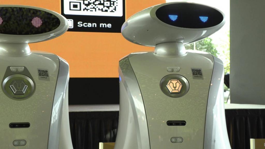 Робот-уборщица Франциска поднимает настроение немецким пациентам в клинике Мюнхена