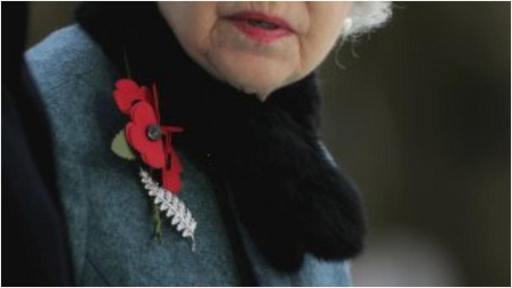 """""""Ветвь папоротника"""", """"Цветочная корзина"""": брошки королевы Елизаветы II имеют свою историю"""