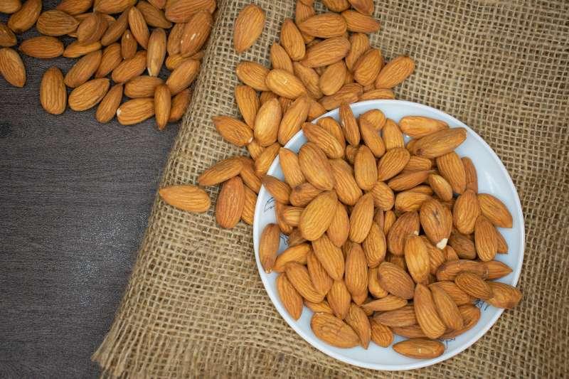 Доктор Мясников советует россиянам включить в ежедневный рацион орехи