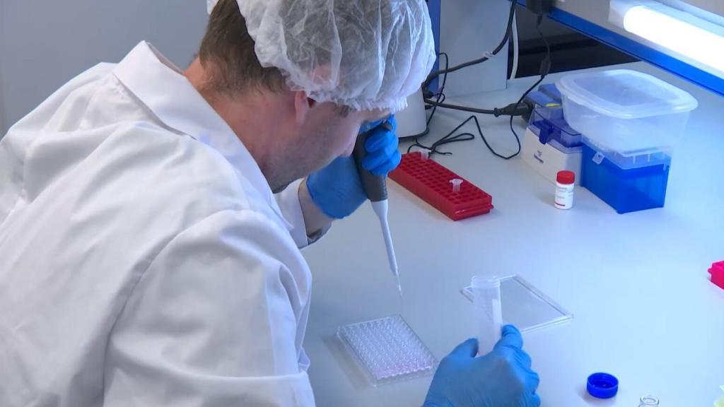 Около 15 % добровольцев, которые привились вакциной Центра имени Чумакова «КовиВак», оказались без антител