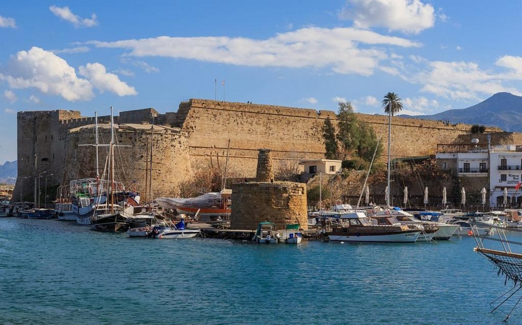 Кипр может открыться для туристов из России не ранее 1 апреля