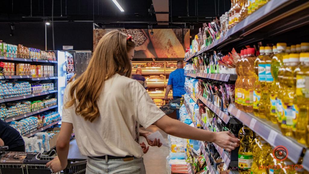 Музыку подбирают не просто так: уловки супермаркетов, из-за которых мы тратим больше денег