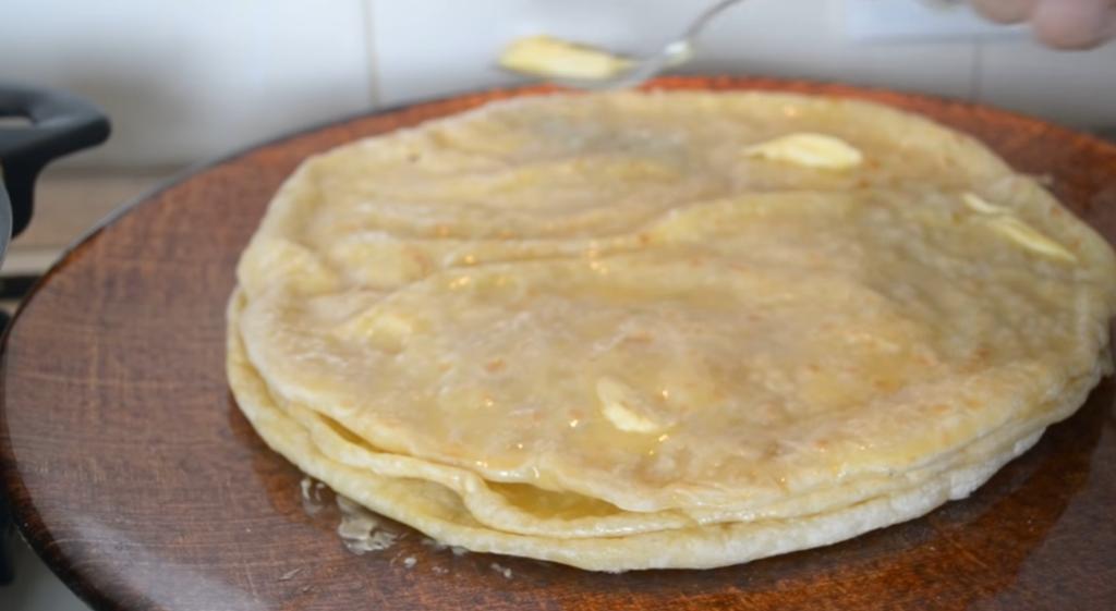 Женщина показала, как готовит самые популярные лепешки на Кавказе (без них трапеза считается бедной)