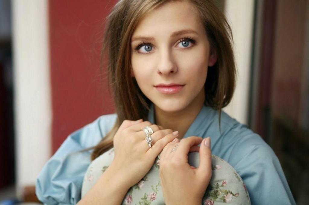 """""""Это был мой выбор и мое настроение"""": Лиза Арзамасова объяснила, почему надела платье голубого цвета на бракосочетание"""