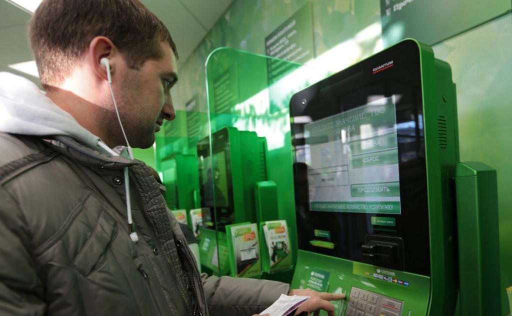 Сбербанк предупреждает россиян о распространенной схеме мошенничества, когда жертве обещают крупное вознаграждение за прохождение опроса