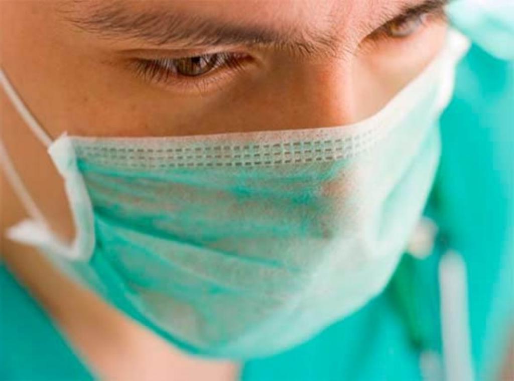 Стоматолог рассказал, как ношение маски влияет на состояние зубов и десен