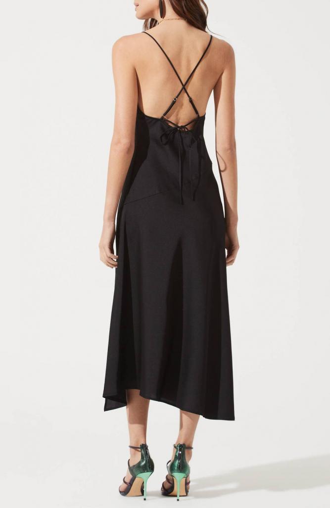 Подсмотрено у француженок: платья в бельевом стиле и еще 3 весенних тренда, от которых парижанки в восторге (мы можем взять с них пример)