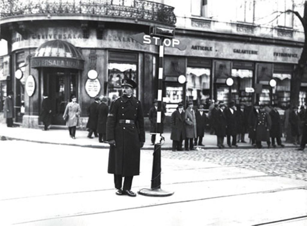 Чугунная готика: первый светофор в мире появился 150 лет назад в Лондоне. Почему его пришлось отключить