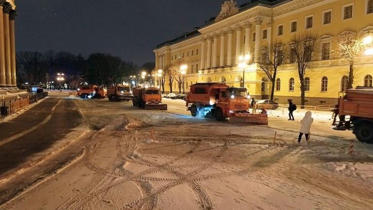 Такого не было 10 лет: в Петербурге высота сугробов к началу рабочей недели достигнет полуметра