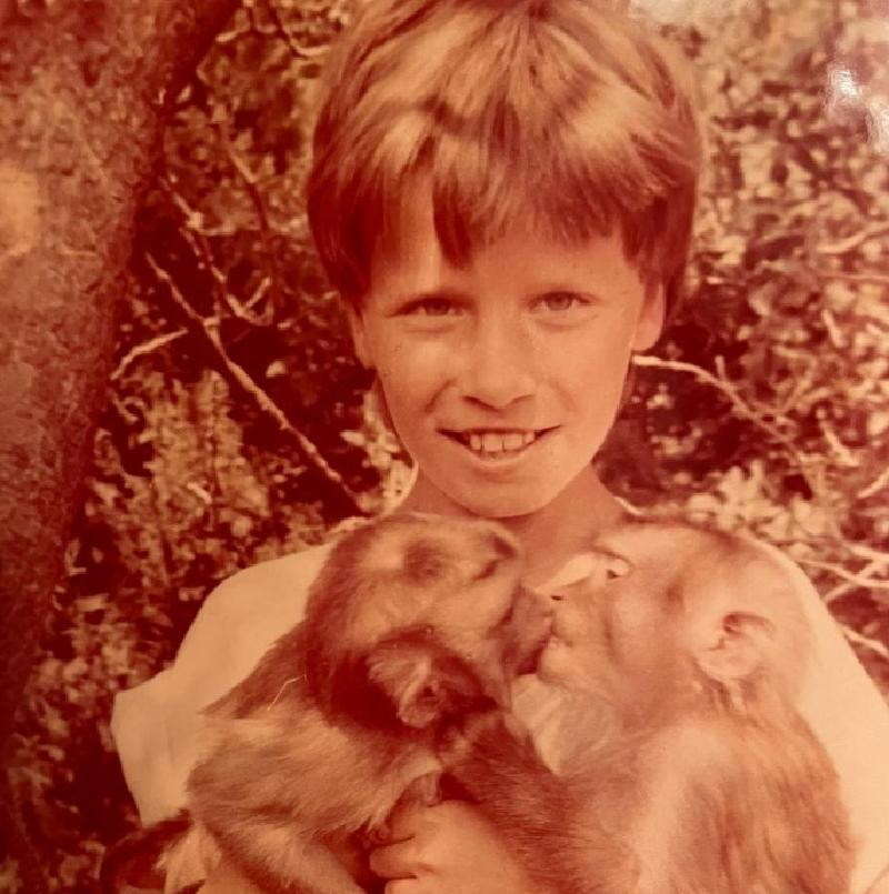 """""""Мне было 10 лет и я первый раз держал в руках обезьян"""": Гарик Харламов поделился забавным фото"""