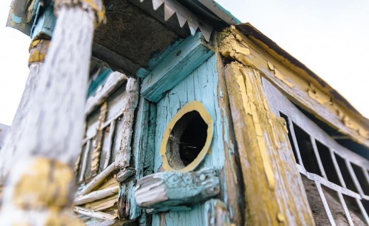 """Дедушка построил скворечники, похожие на дворцы: в таких """"домах"""" захотели бы жить не только птицы"""