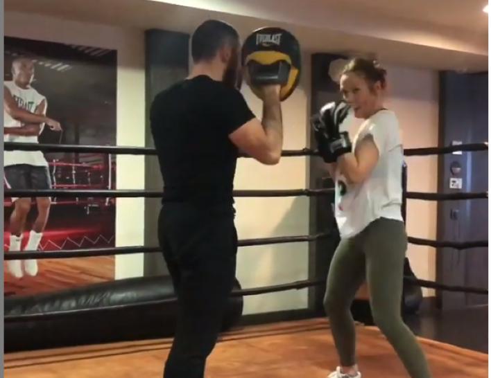 Ксения Собчак и Валерия занимаются йогой, а Агата Муцениеце акробатическими танцами: спортивные увлечения российских знаменитостей