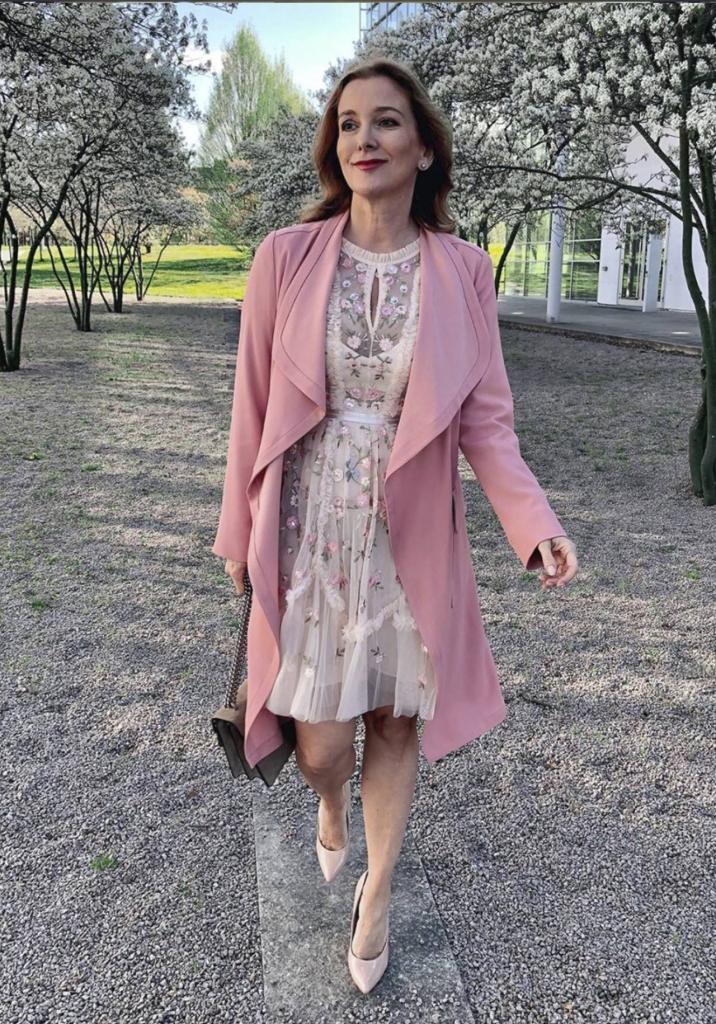 Как стильно одеться весной женщине за 45: советы и лучшие образы от Instagram-звезд