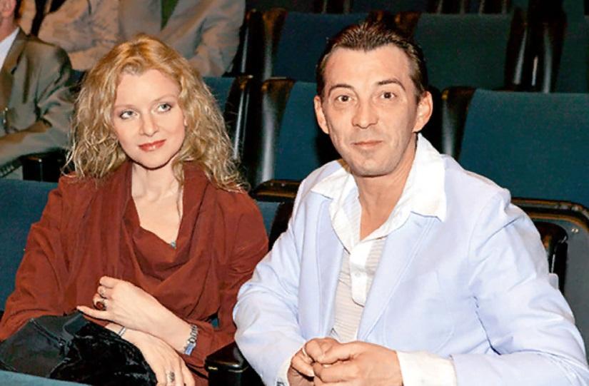 """Не все так просто, как у Митяя из """"Сватов"""": Николай Добрынин усыновил ребенка и стал хорошим мужем, но пережил болезненный развод. Почему распался второй брак актера"""