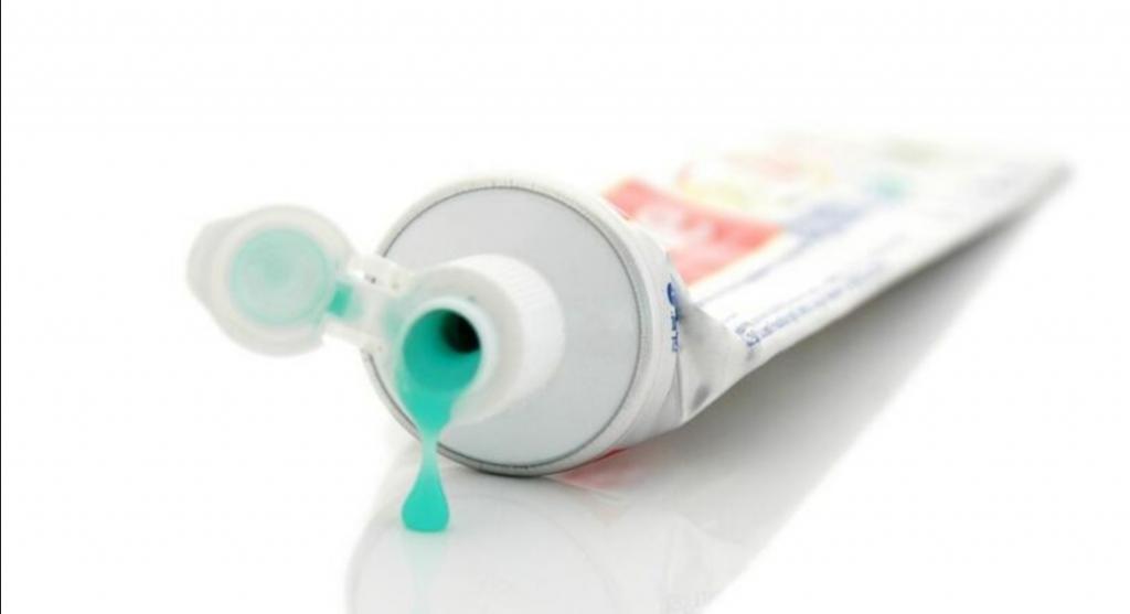Зубная паста помогает бороться с прыщами: это и другие ошибочные мнения о лечении угревой сыпи