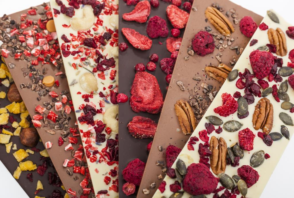 Полезное в орехах: врач-диетолог Наталья Нефедова дала совет, с какой начинкой выбирать шоколад
