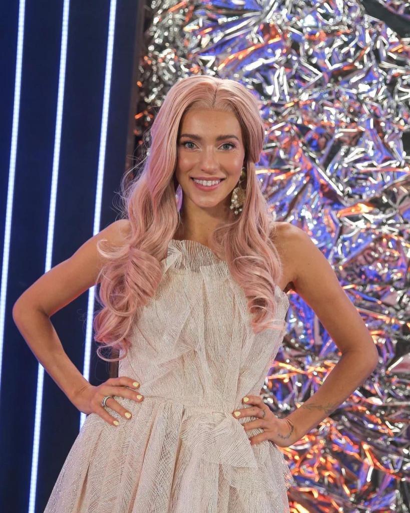 Поклонники раскритиковали новый образ Регины Тодоренко с розовыми волосами