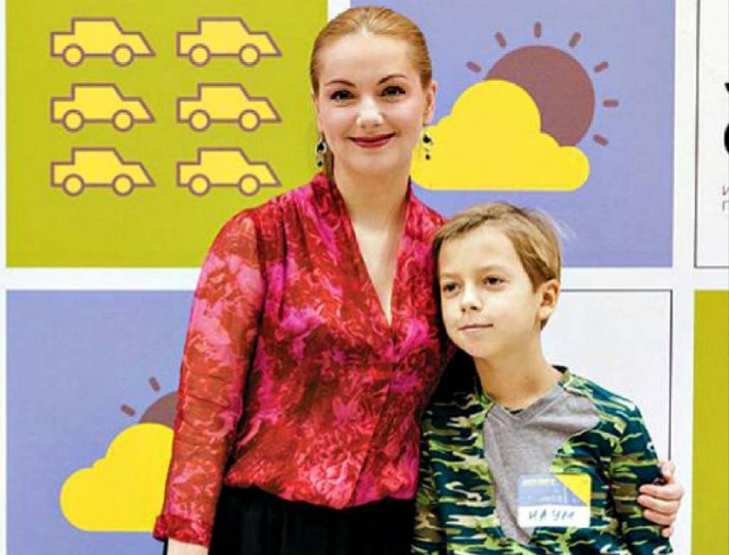 Два сына - родной и приемный. Как Ольга Будина воспитывает Наума и почему вернула в детский дом Александра