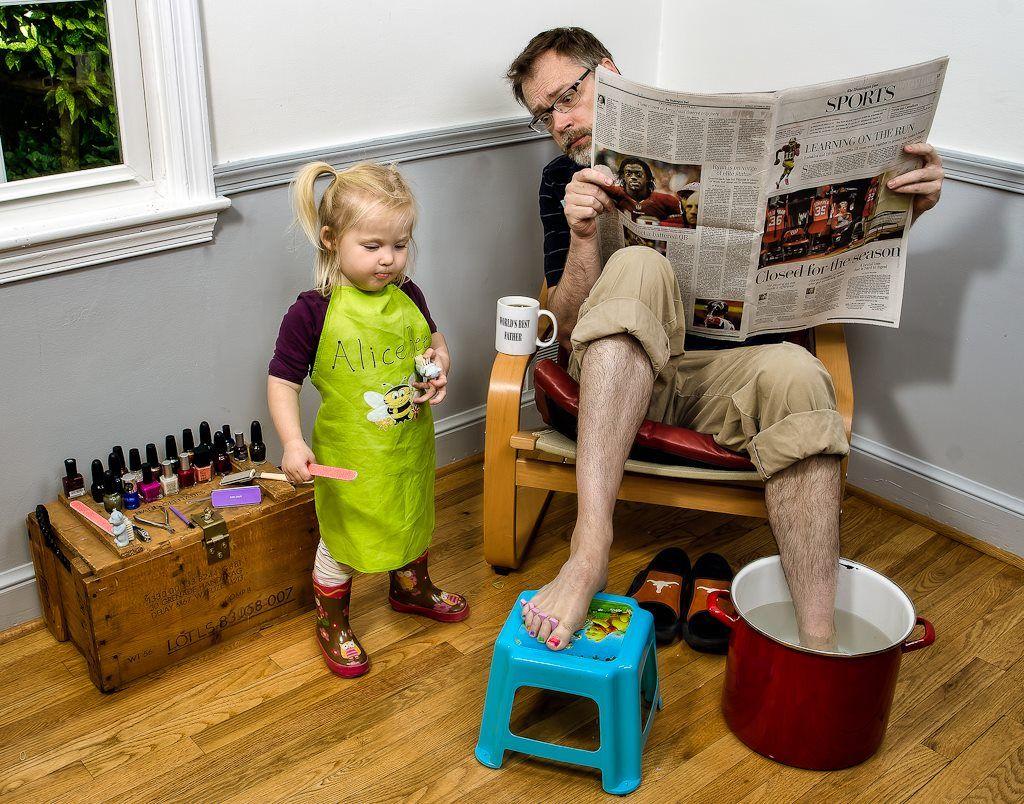Хороший папа и деньги зарабатывает, и с детьми играет: как изменилось представление об отцах в России