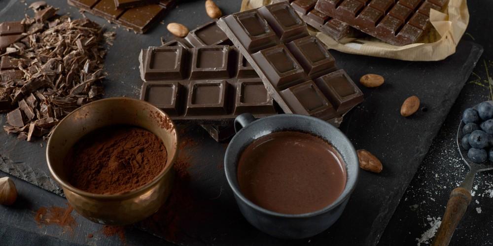 Розу и имбирь лучше не брать: диетолог назвала самую полезную начинку для шоколада
