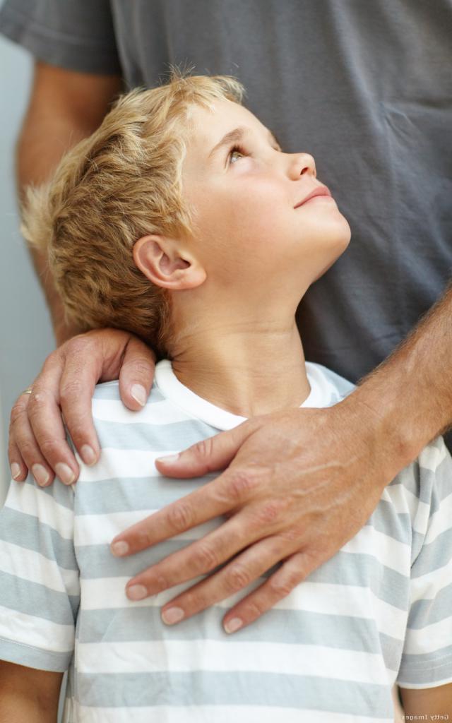 «Не волнуйся, что бы ни случилось, мы поможем!»: поддерживающие фразы, которые отцу стоит часто говорить сыну