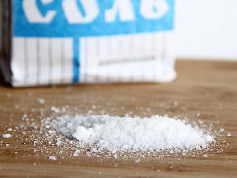 У меня всегда получается вкусная выпечка: выручает лайфхак с солью на противне