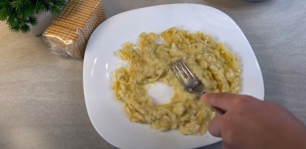 Всего 3 простых ингредиента и 5 минут времени мне нужно для того, чтобы приготовить вкусное лакомство к приходу гостей