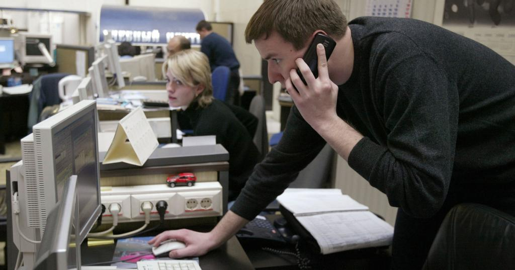 Эксперты рассказали, откуда мошенники узнают персональные данные россиян