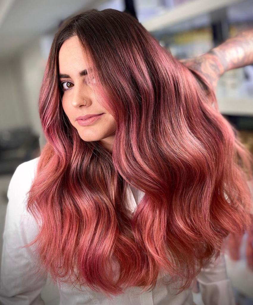 «Розовое золото» — это трендовый оттенок волос в 2021 году: какое окрашивание выбрать, чтобы выглядеть модно