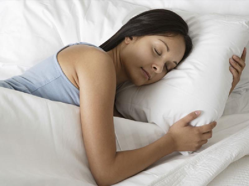 Не удается выспаться? Виновницей этого может быть любимая подушка. Какой она должна быть и как часто нужно ее менять