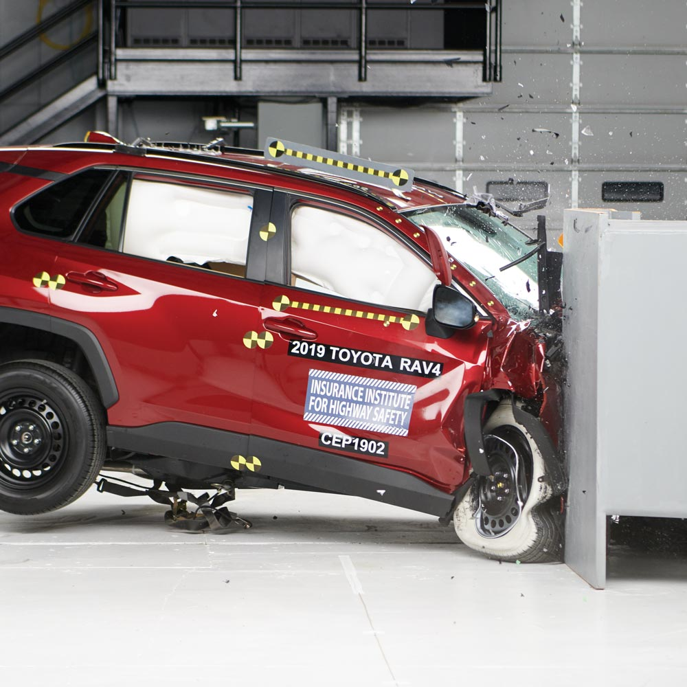 Самые безопасные автомобили 2021 года, по результатам тестирования IIHS