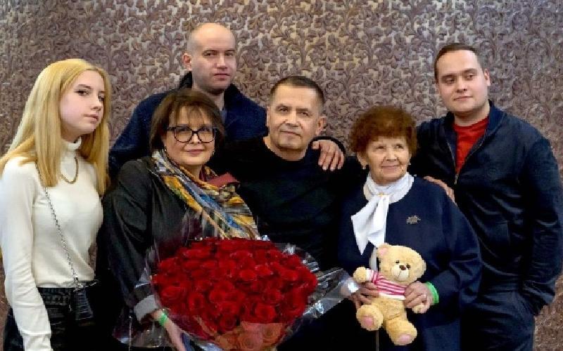 """""""Мама, сестра, сыновья и внучка"""": Николай Расторгуев показал свое большое семейство"""