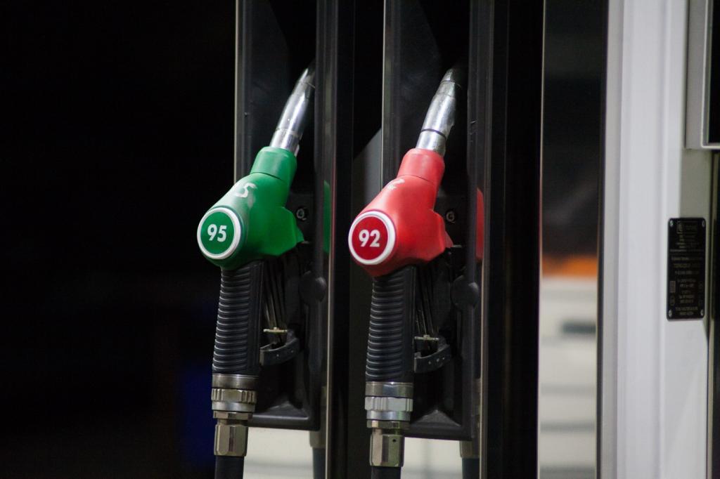 Сокращаем расходы на топливо, парковки и техосмотры: россиянам расскрыли способы экономии на автомобиле