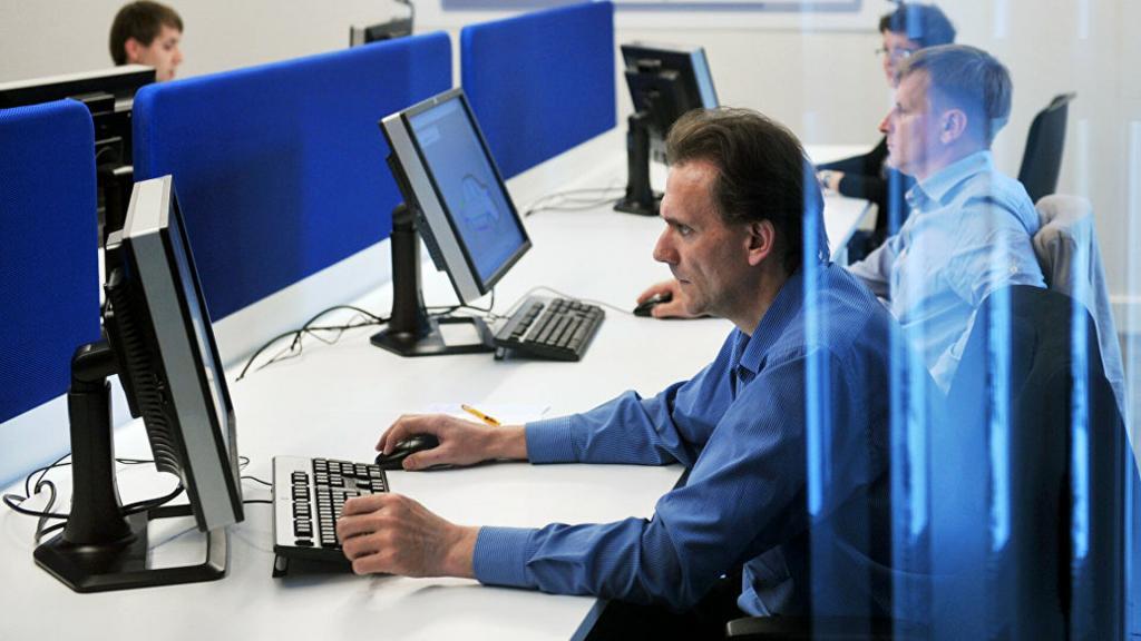 Правильнее учитывать медианные выплаты: зарплаты россиян предложили считать по-новому