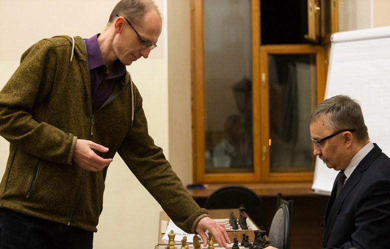Маленький россиянин, меняющий законы: 5-летний мальчик выиграл шахматный турнир, но не получил разряд из-за возраста (Министерство спорта решило пересмотреть правила)